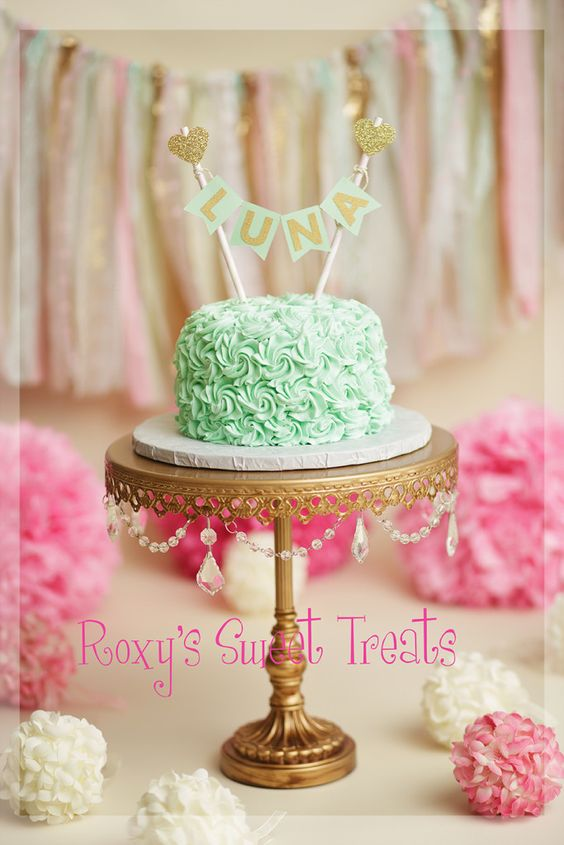 chandelier-gold-cake-stand-smash-cake.jpg