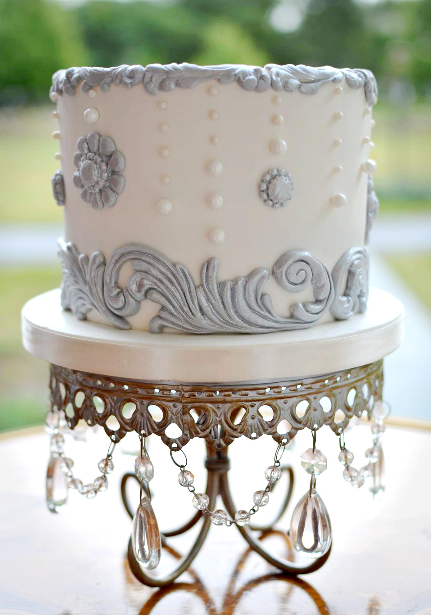 silver+white-cake-stand-chandelier.jpg