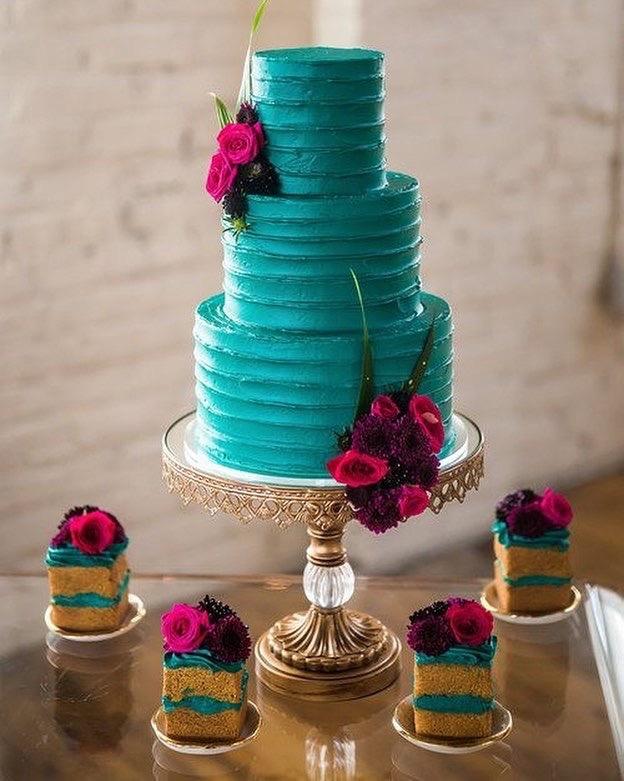 gold cake stand teal cake cakesbykimllc.JPG