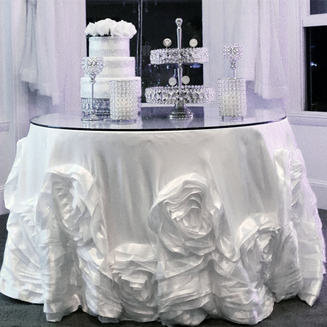 silver-bling-two-tier-tray-distinctivedecorrentals-1.png