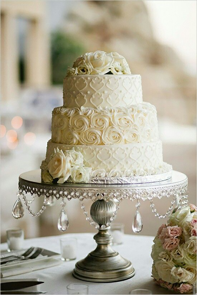 ivory-wedding-cake---antique-silver-cake-stand.png