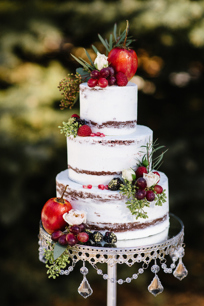 silver-chandelier-cake-stand-photographsbygrace.jpg