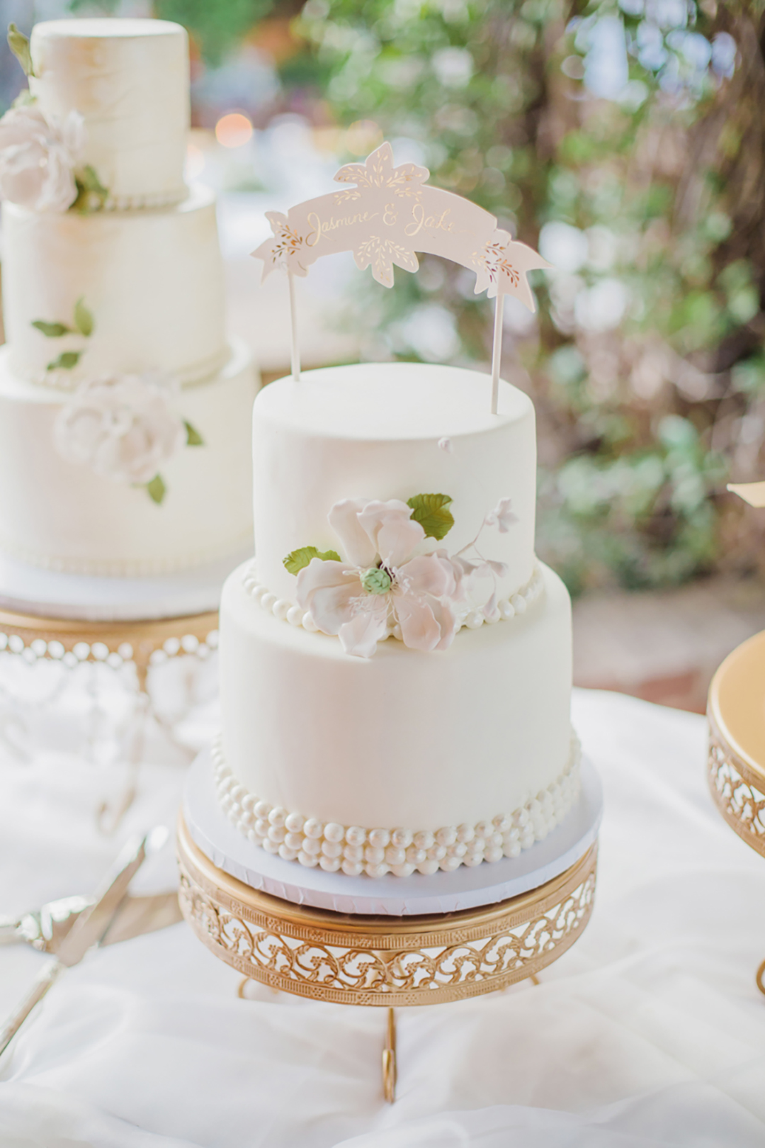 opulenttreasures-gold-cake-stand-HiRES-elysehallphoto.jpg