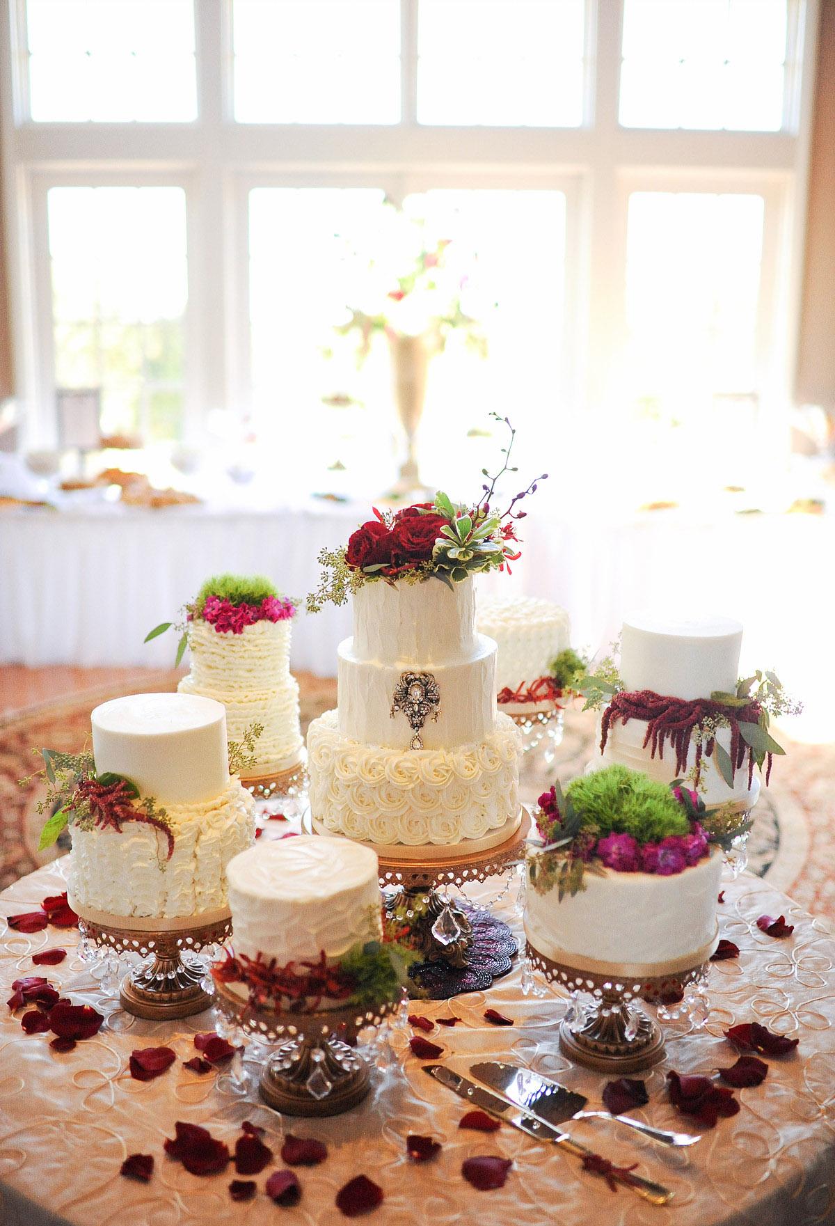 fall-wedding-caketable-opulent-treasures-shingleurphotography.jpg