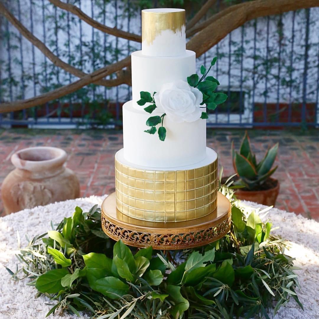 frostitcakery-kimberleemillerphotography-opulent-treasures-cakestand.jpg