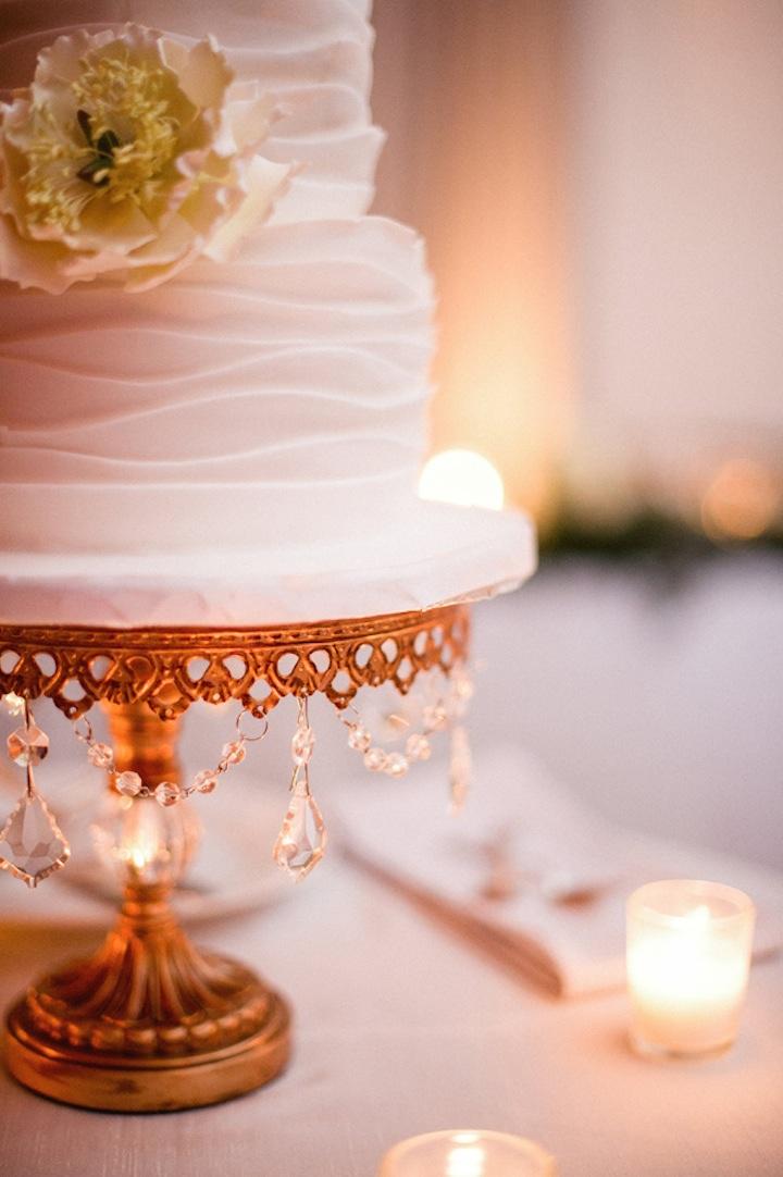 opulent-treasures-antique-gold-chandelier-cake-stand-wedding-cake.jpg