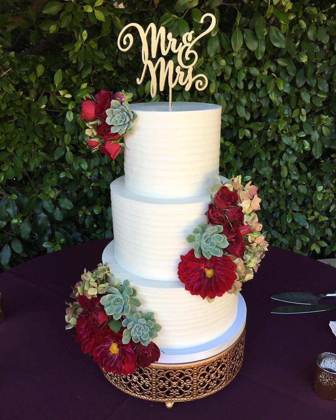 wedding cake frostitcakery gold round cake stand opulent treasures.jpg