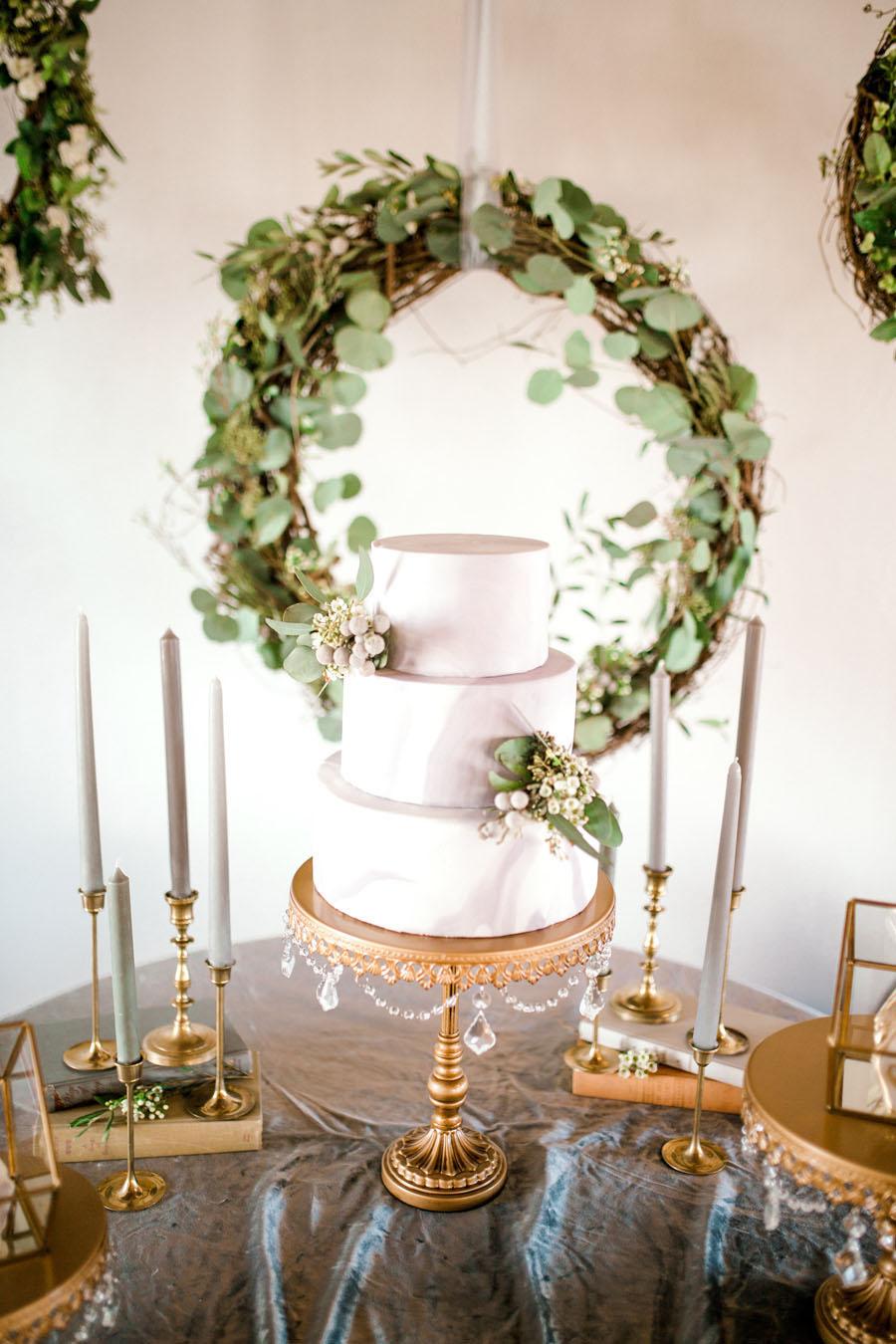 cake: Tina's Treats of Texas  photo: Sparrow and Gold