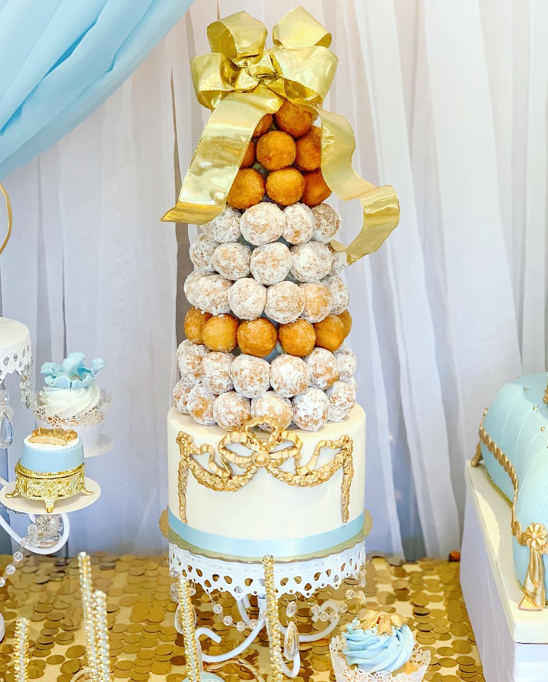 opulent treasures white loopy chandelier cake stand .jpg