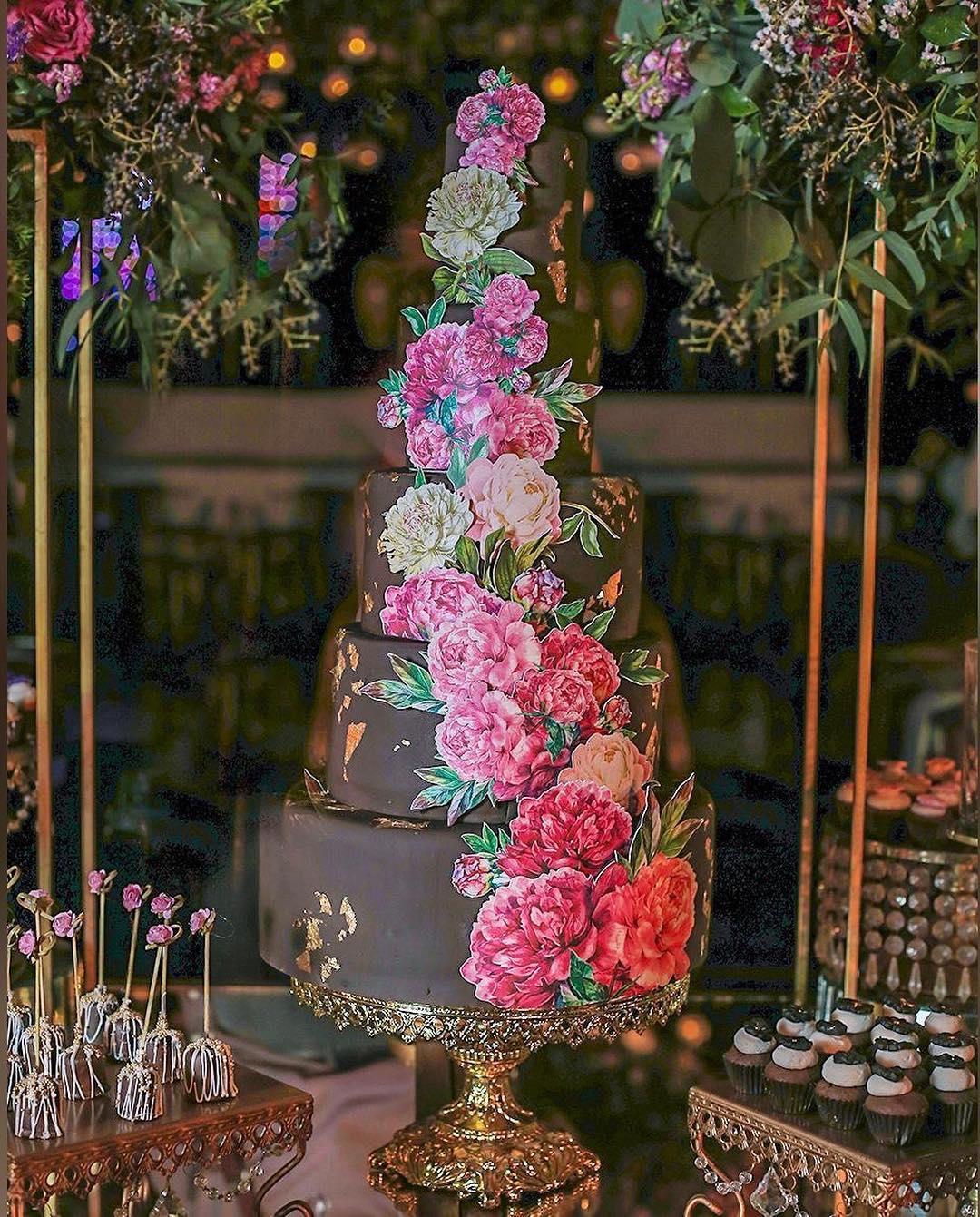 baroque cake stand shiny gold.jpg