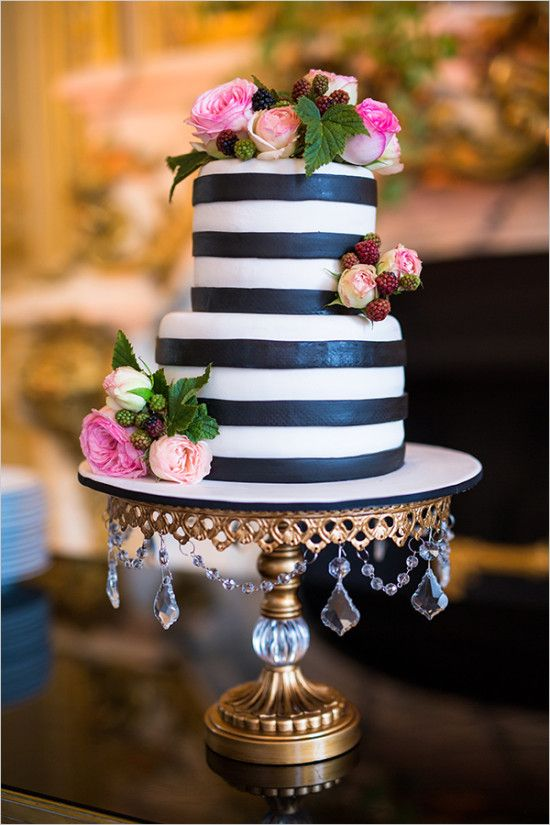Cake  Synie's  • Photo  One & Only Paris Photography  • cake stand  Opulent Treasures