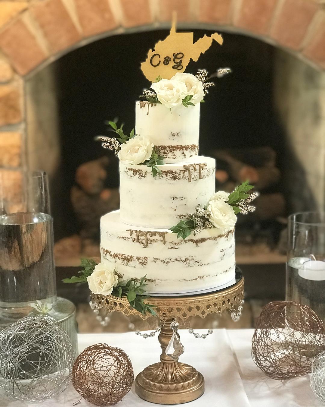 couturecakery wedding cake cakestand by opulent treasures.jpg