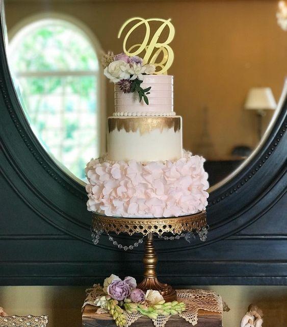 opulent treasure antique gold chandelier cake stand.jpg
