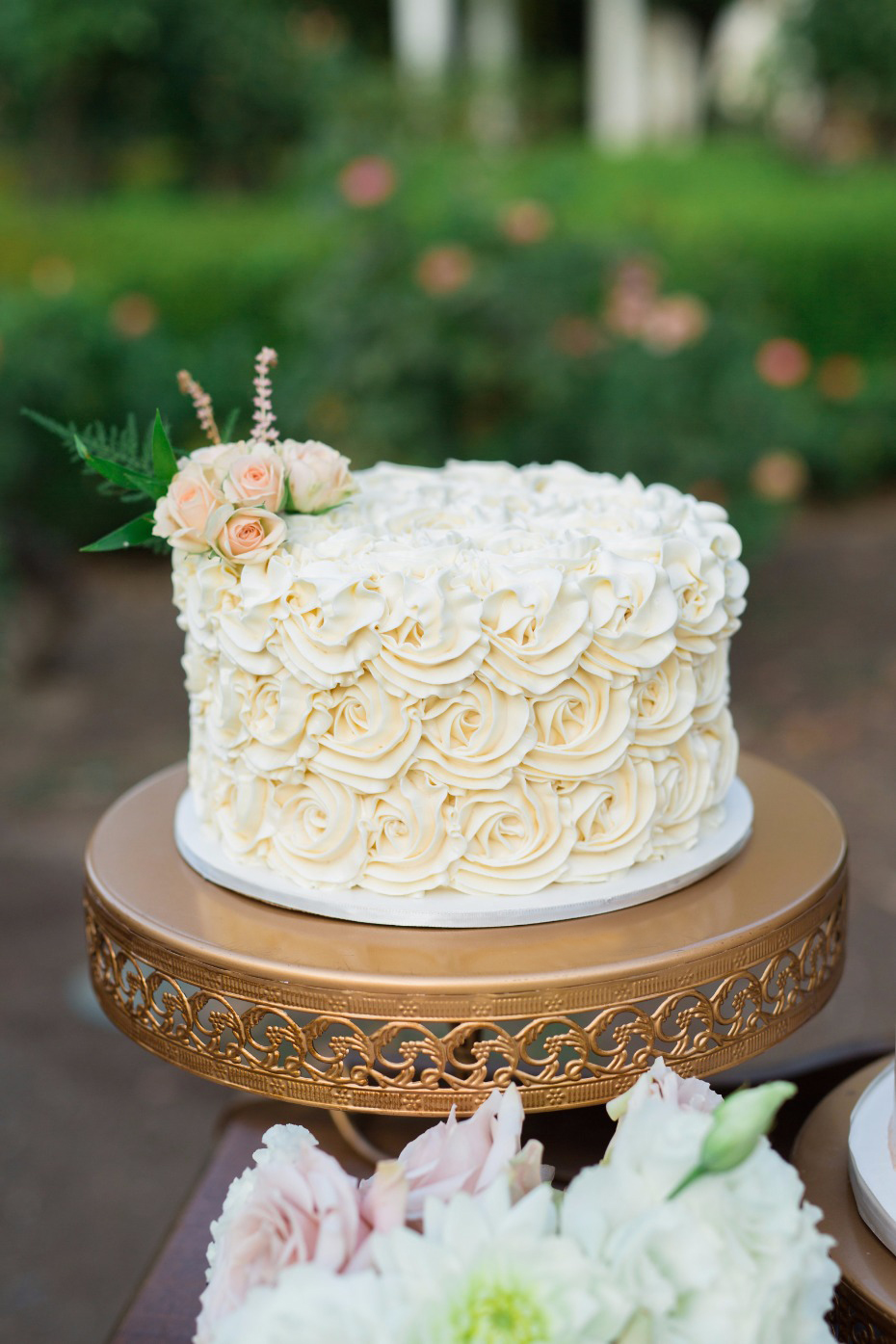 Opulent Treasures Loopy Band Cake Plate