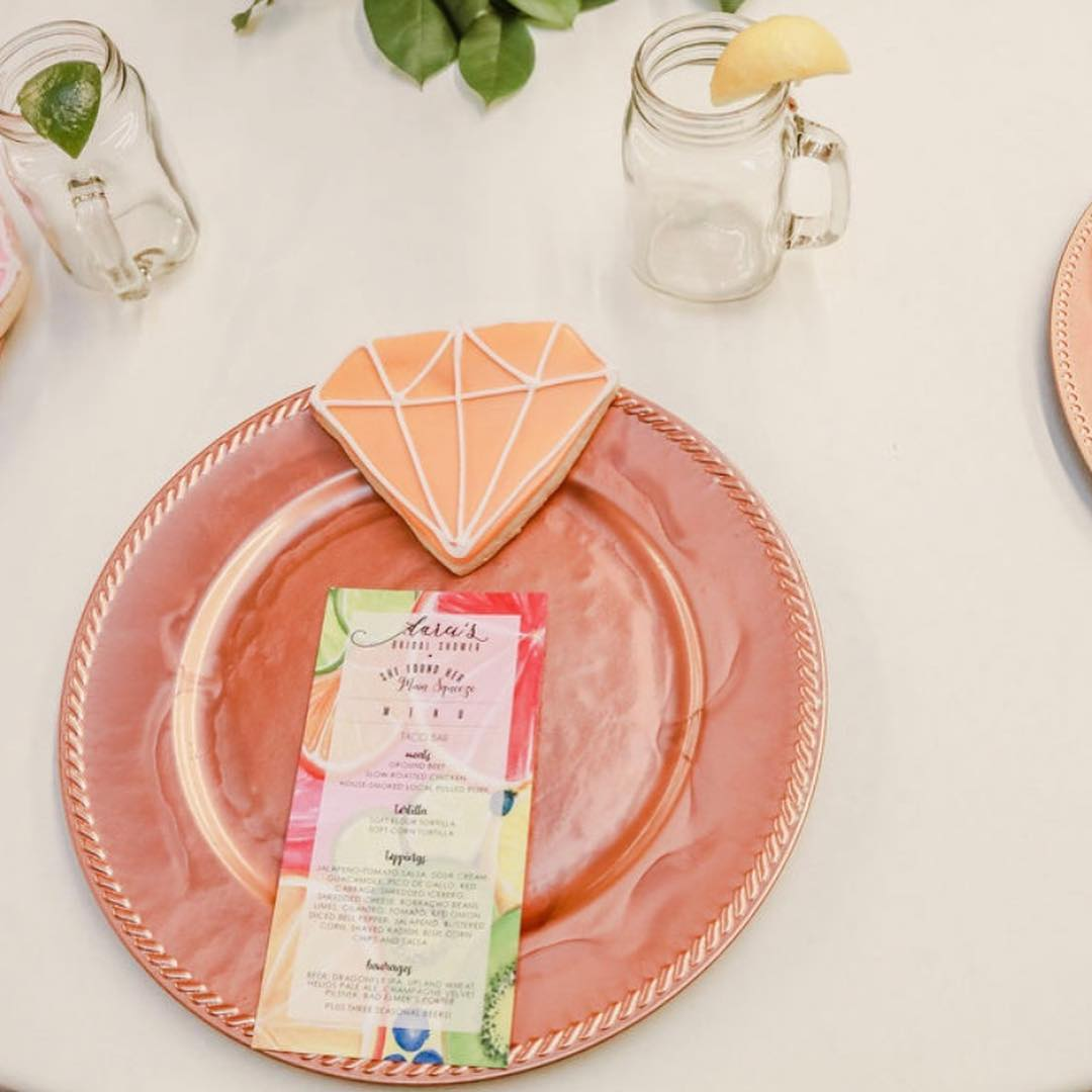 Love these menu cards by  @naomipaperworks  … it's all in the details!