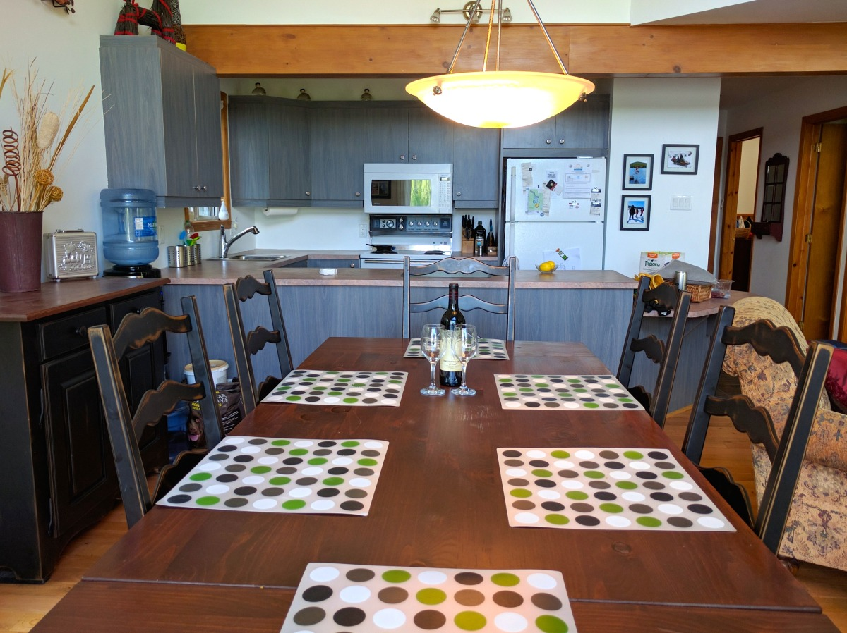 Dining for six and a fully equipped kitchen to prepare feasts
