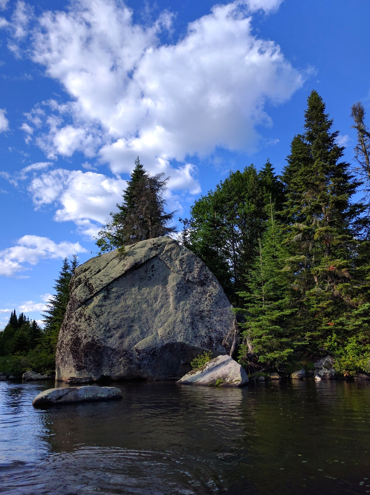 At the end of the lake you'll find this amazing rock formation