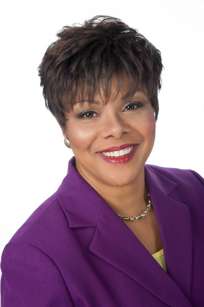 Della Crews - Event Moderator - News12 New Jersey, News Anchor, Journalist, Reporter and Producer.Della Crews is an Anchor at News 12 New Jersey. She joined the team in August of 2000 and loves the loyalty that New Jerseyans express for News 12 New Jersey.She produces and hosts