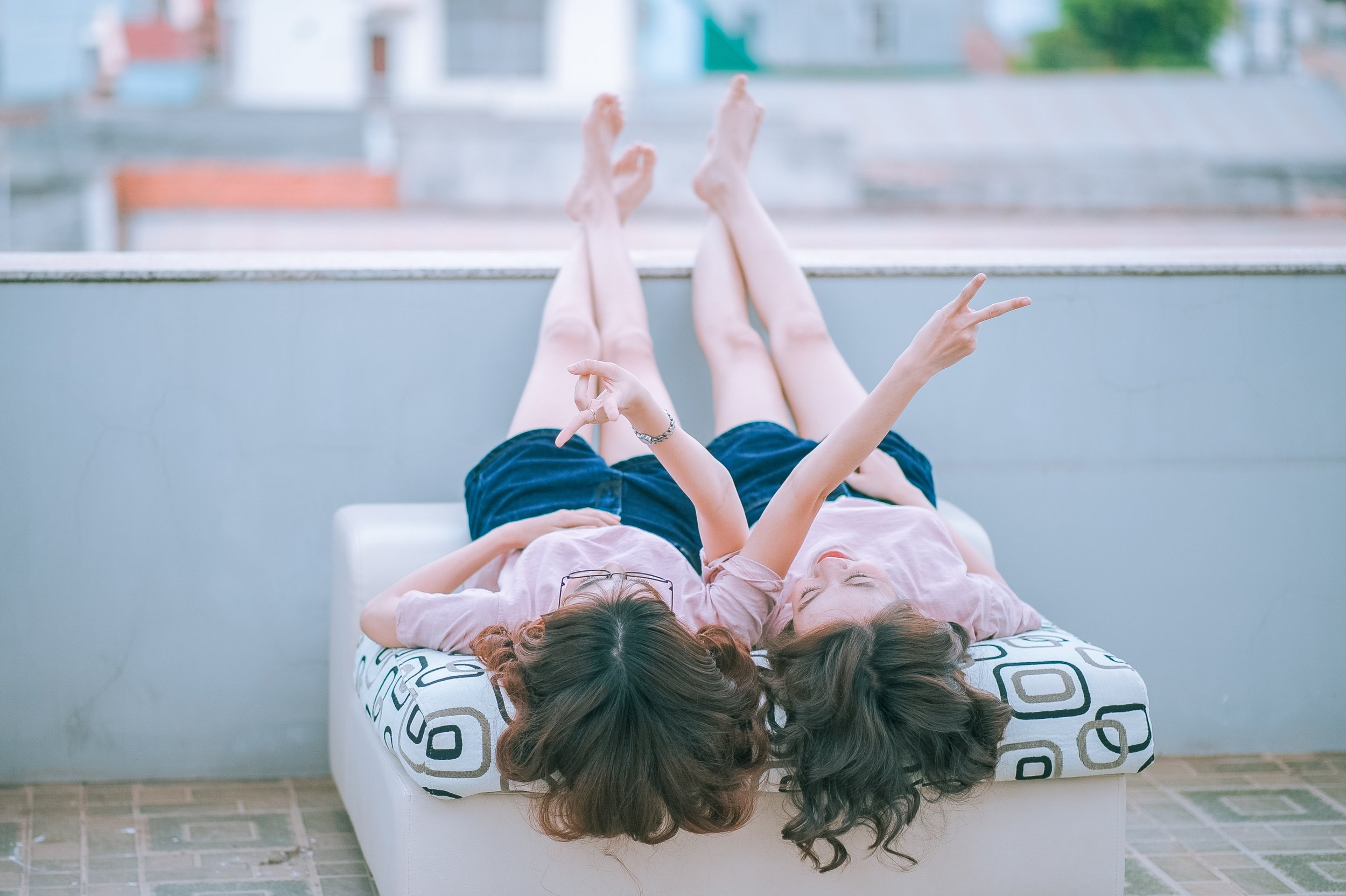 Never Unfriended: The Secret to Finding & Keeping Lasting Friendships by Lisa-Jo Baker