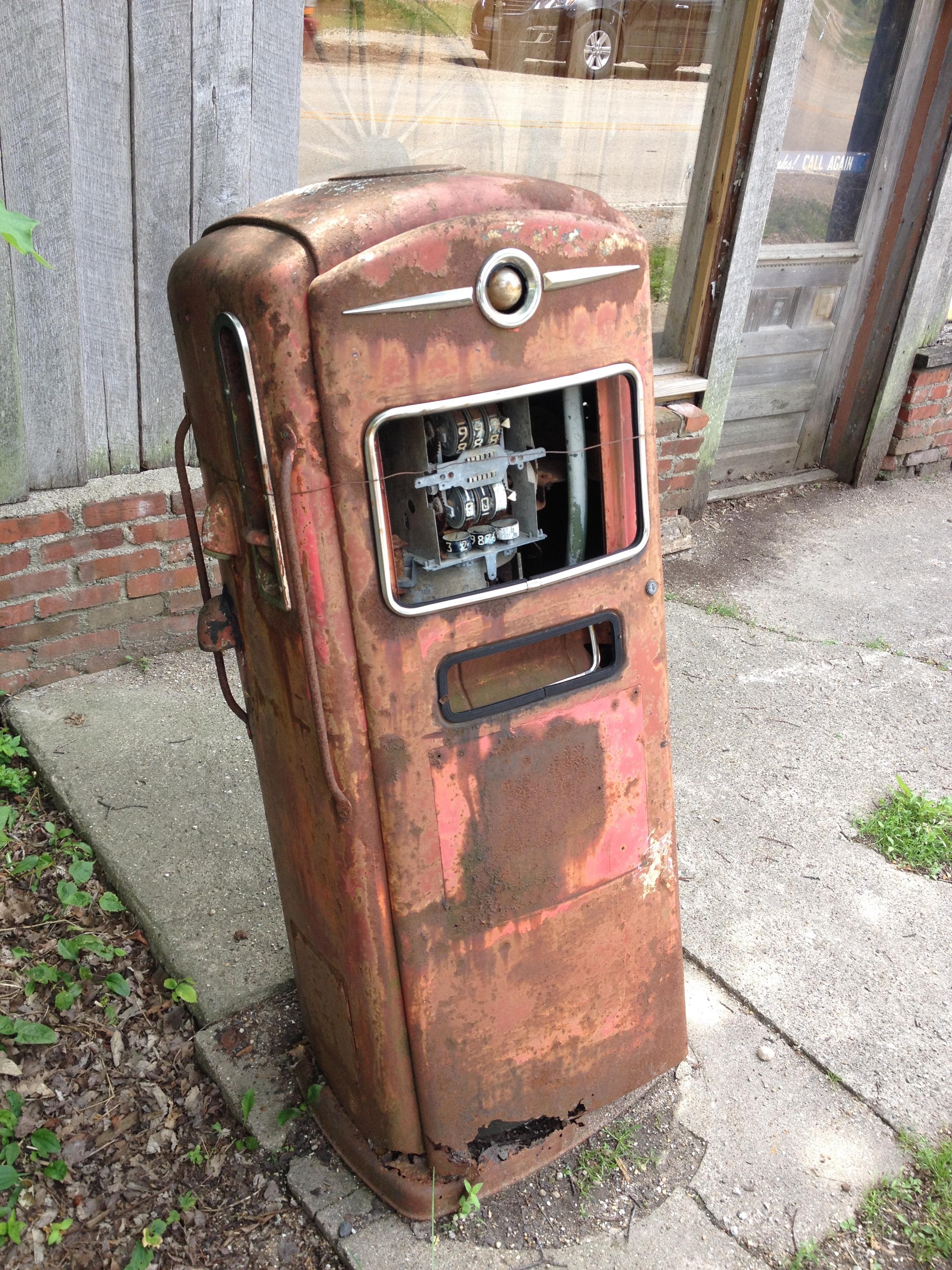 Funk's Grove Gas Pump.JPG