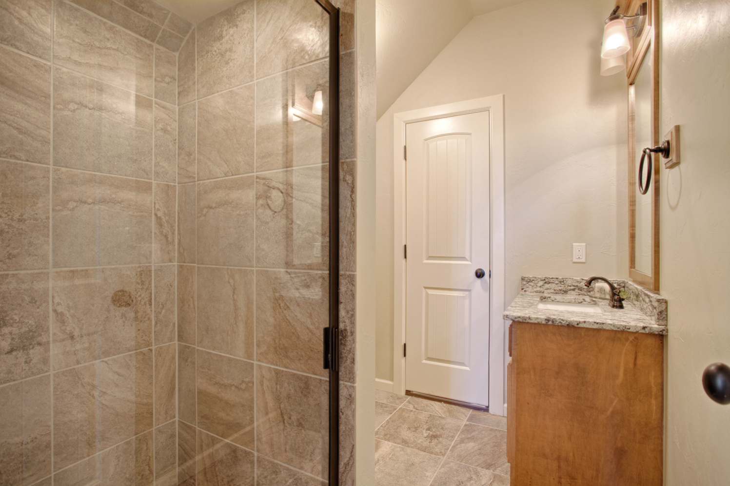 Daybright Bonus Room Bath.jpg