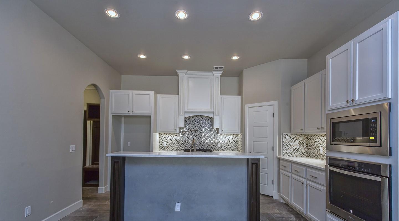 7125 kitchen.jpg