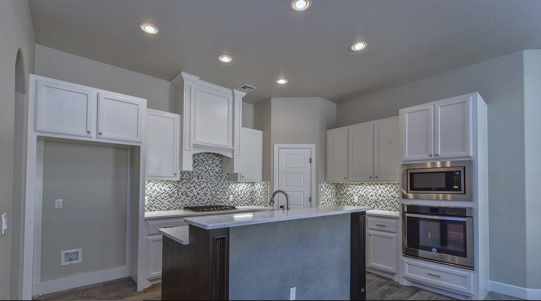 7125 kitchen2.jpg