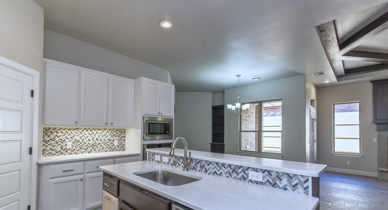7125 kitchen3.jpg