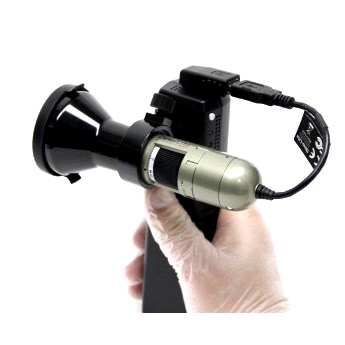 The full setup of MSVC75W Wi-Fi adapter with Dino-Lite Iris Scope allows for easy hand held use.