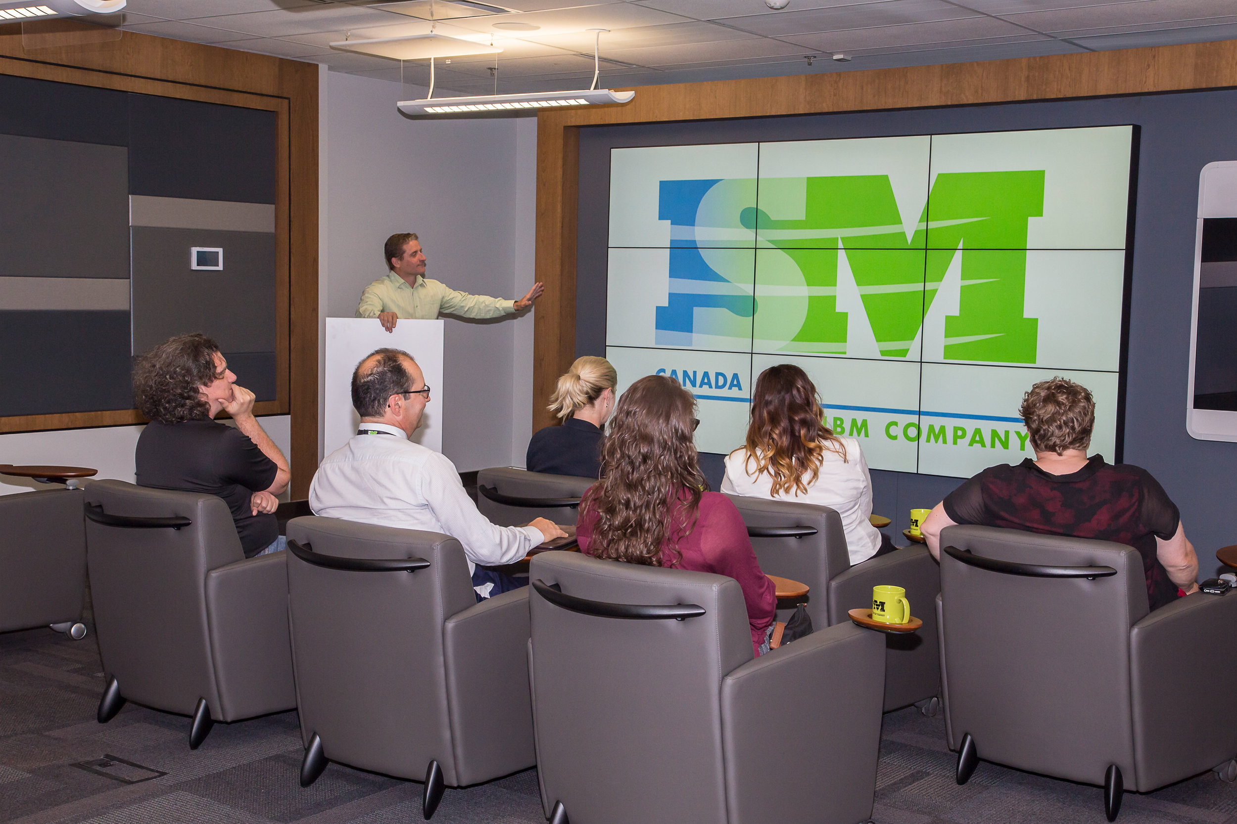 Executive Briefing Room, 9 screen array