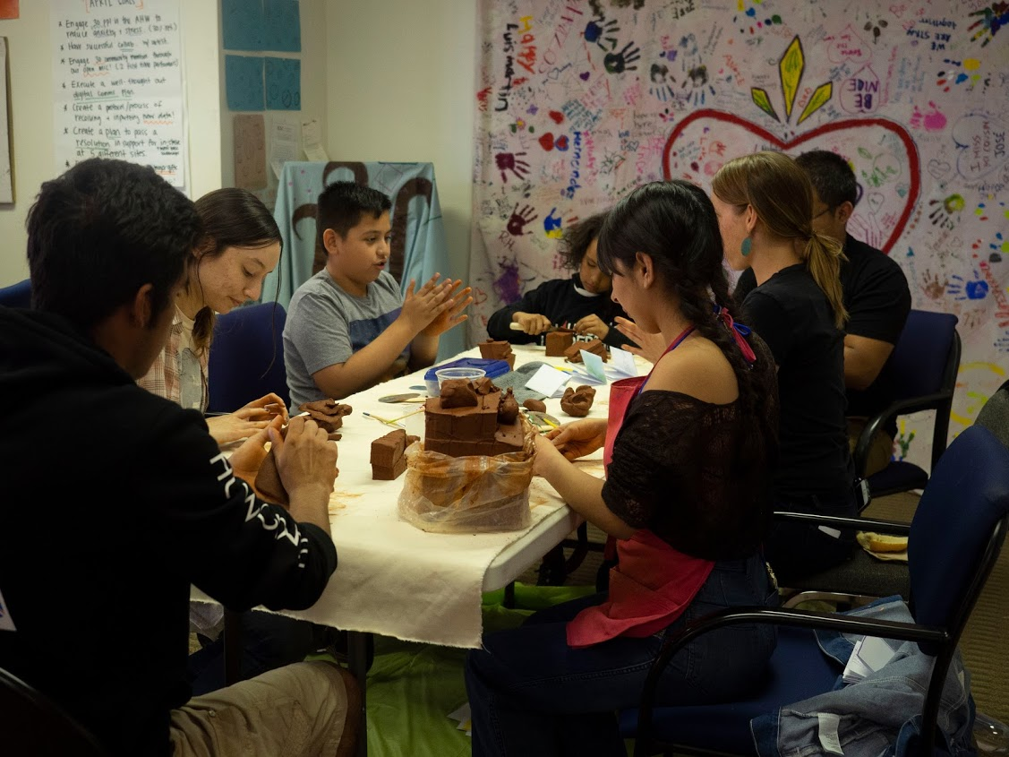Un Hogar Entre - Clay Art Workshop