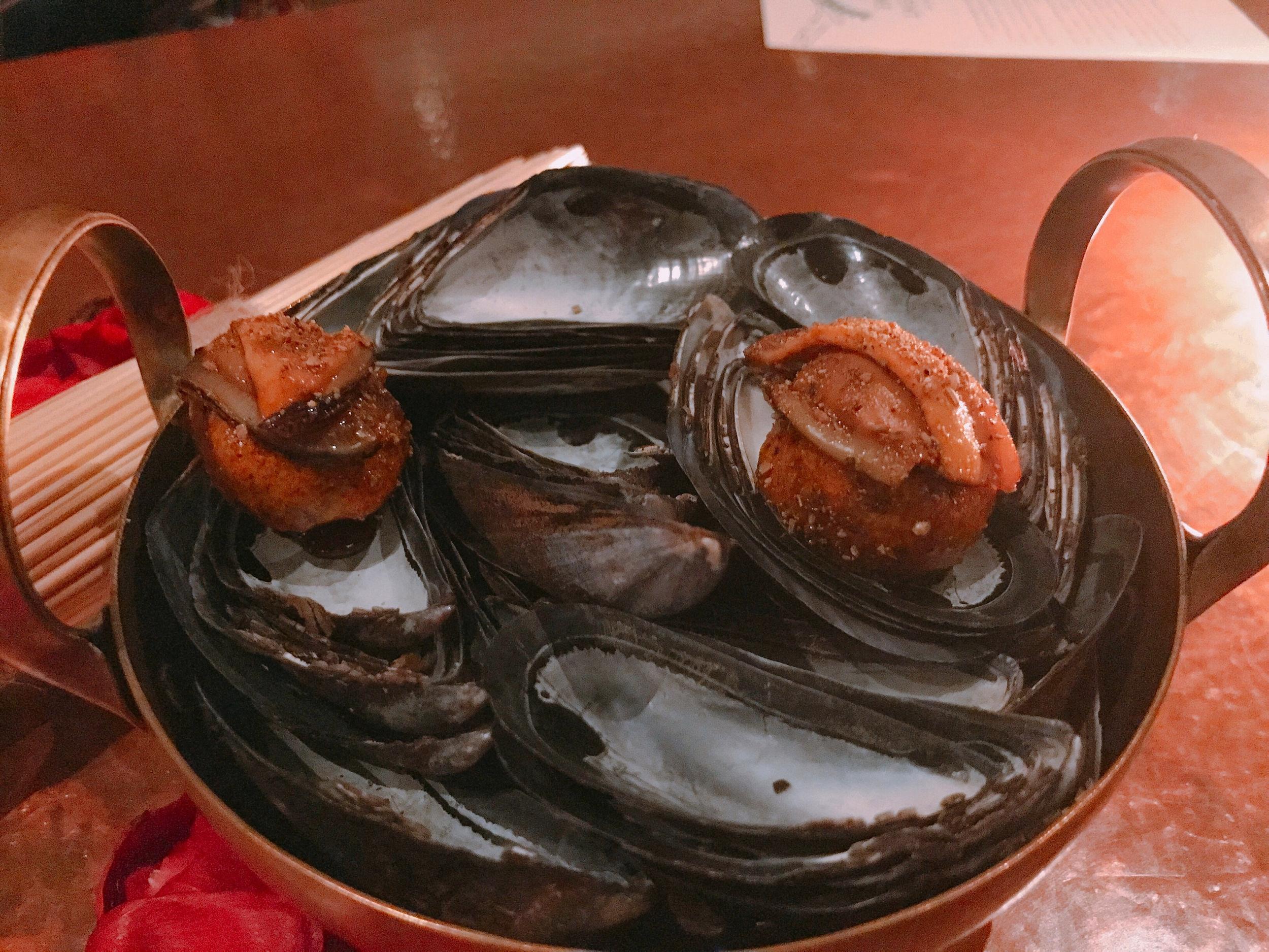 Isicia Ex Sphondylis (42): Mussels, Saffron, Lardo