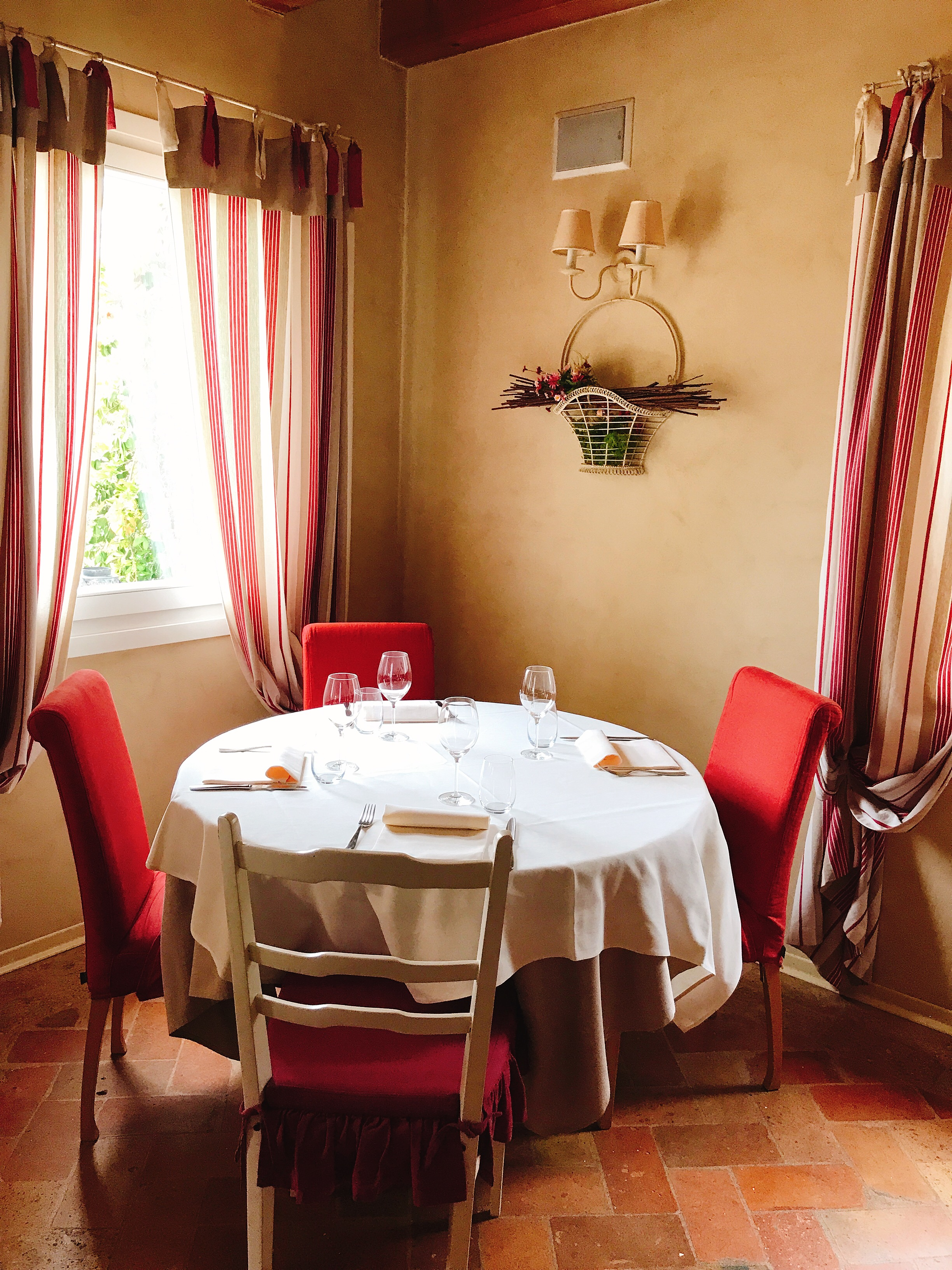 Locanda Marinelli: How cozy is this little table?