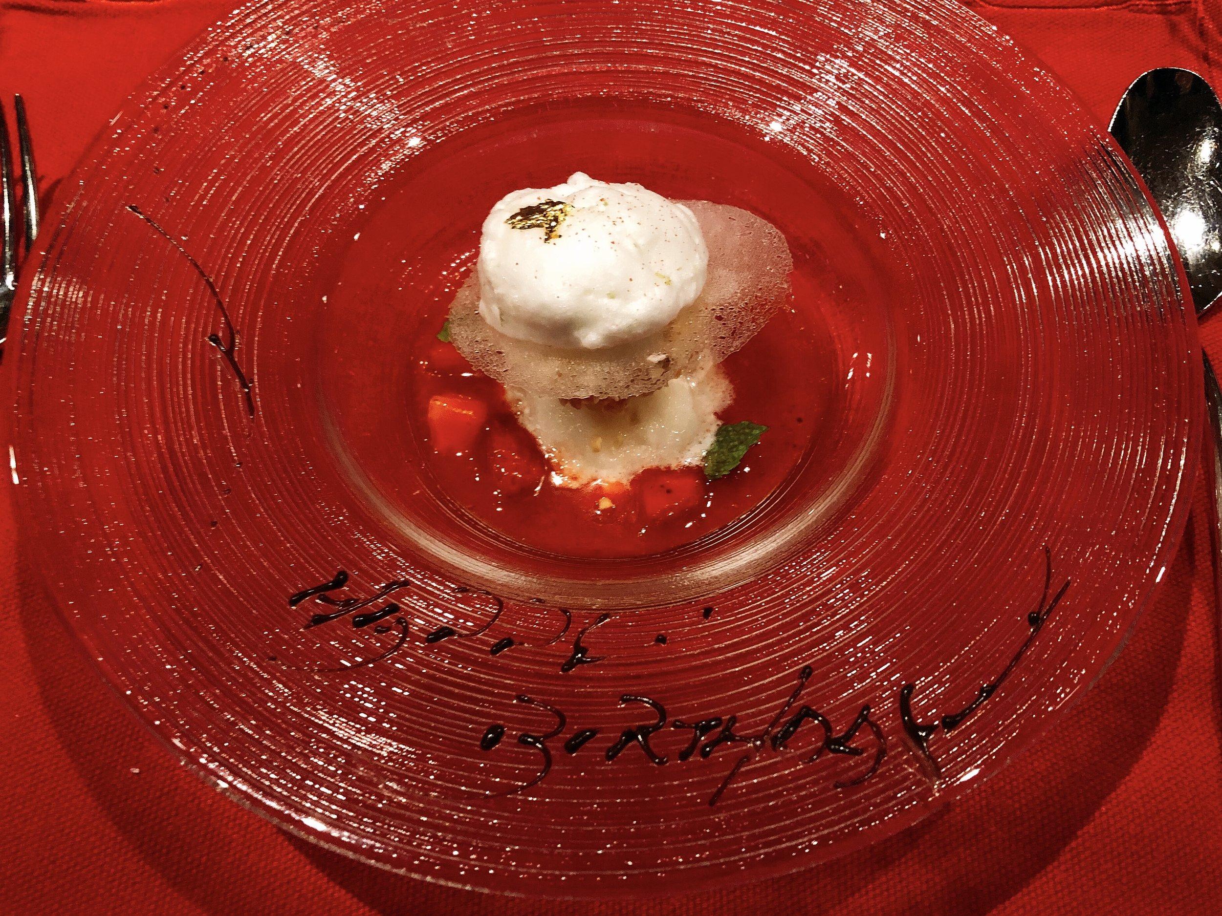 """Fukuoka """"Amao"""" Strawberry Floating"""
