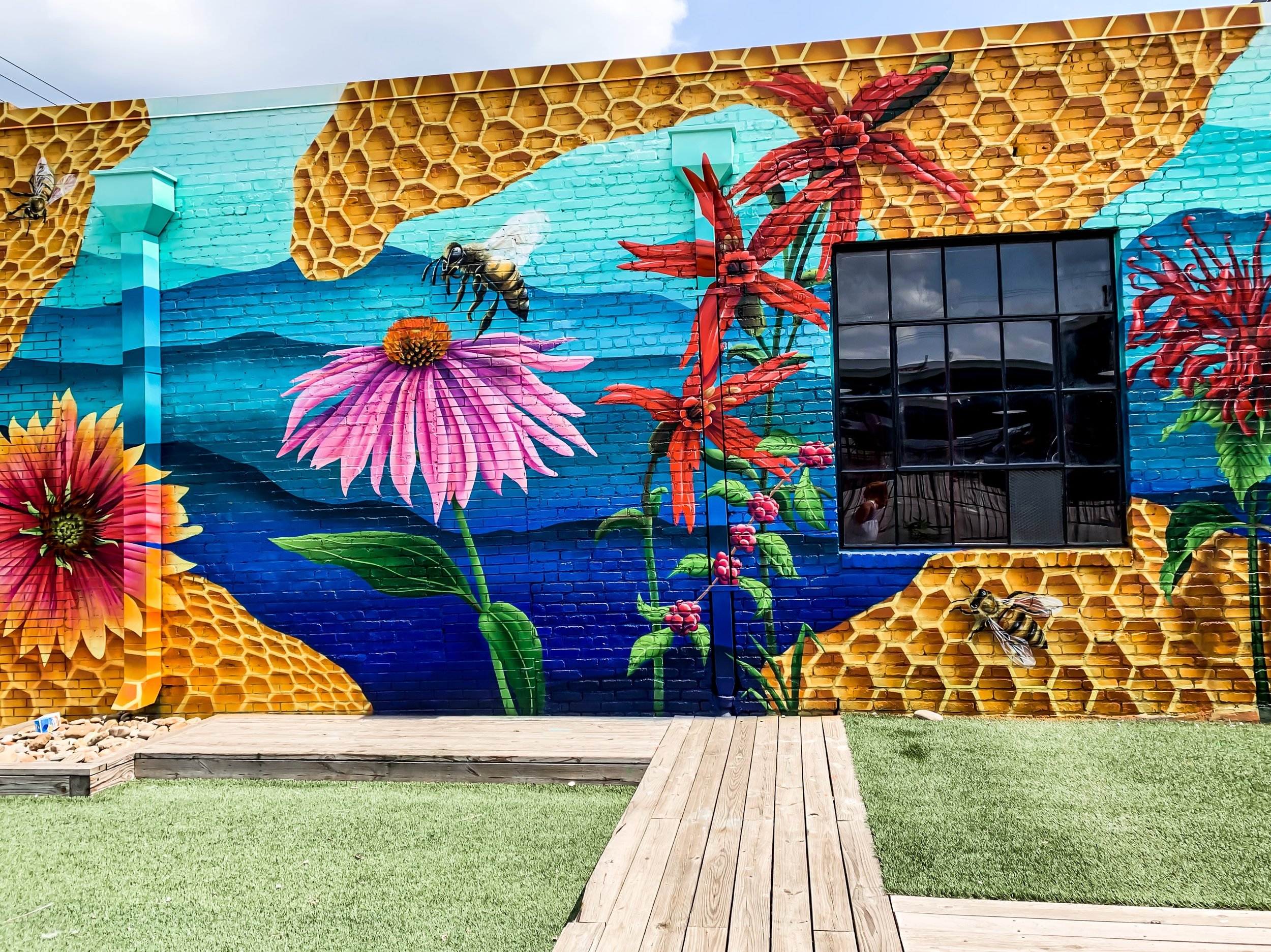 Bee Conservation: Unlike Any Mural In Nashville