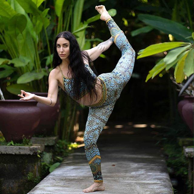 Stretch, breathe, bend, and unlock your magic in our Jaisalmer leggings. Worn by the goddess avatar @shaktidragon