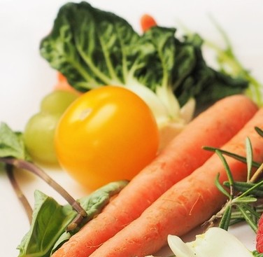 carrot-kale-walnuts-tomatoes-large-e1473113895438.jpg