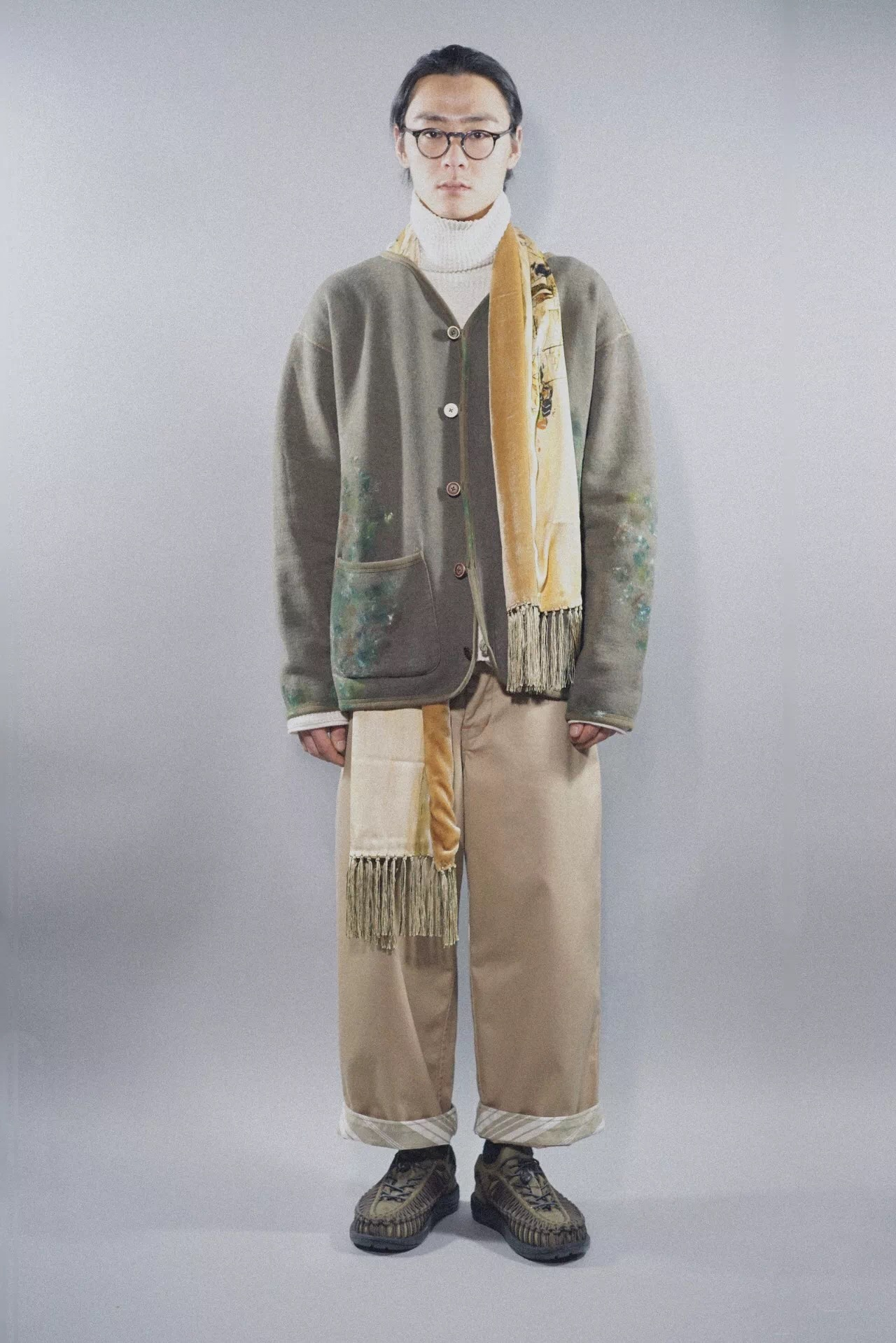 """PC - HAND WORK ARTIST CARDIGAN - OLIVE PC - FRENCH THERMAL TURTLENECK - WHITE PC - CHINO WIDE PANTS """"FRENCH VINTAGE SPECIAL"""" PC - SILK STOLE - GOLD KEEN -UNEEK - OLIVE"""