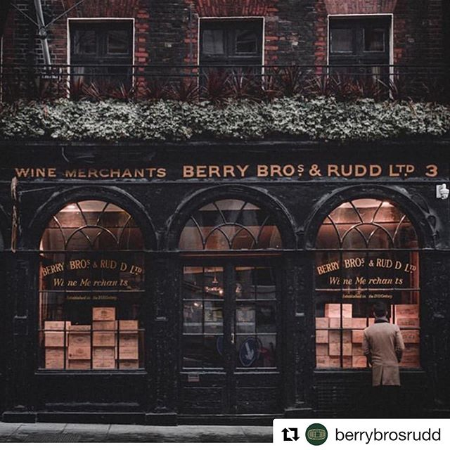 🍾BEYOND EXCITED!🍾 To share with you the news that we are now working closely with the very best of the best @berrybrosrudd & @fieldsmorrisverdin for our vinous needs 🍷 This means: wines paired with our seasonal offerings, wine tasting fine dining experiences and a hand picked, curated list for our lovely clients to share with their friends and families at our events. 👋🏻It's Victoria here, for those of you that have followed this journey, my love of wine was set in stone with the WSET Advanced course with Jimmy @westlondonwine and a 🍇vendage in the Rhône Valley. I then began offering my Sommelier services within our events together with Jonty, our Head Chef.  As our menus change seasonally and we work with the very best produce available. Our suppliers, growers and producers all share our core values of understanding the provenance of our food so it seems only natural that our wine offering matches that too. 🙌🏻#berrybrothersandrudd work with incredible vintners and growers who use organic and biodynamic methods which is just music to my ears!  Watch this space as we begin to curate our list. 🍷🍾🥂#pureindulgencecatering #winepairingdinner #femalesommelier #chefandsommelier #berrybros #fmv 📷 @berrybrosrudd