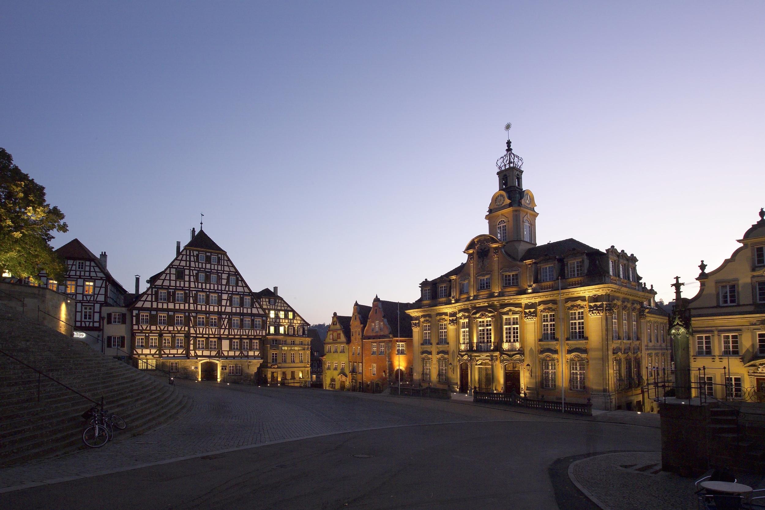 schwaebisch-hall-marktplatz-nacht.jpg