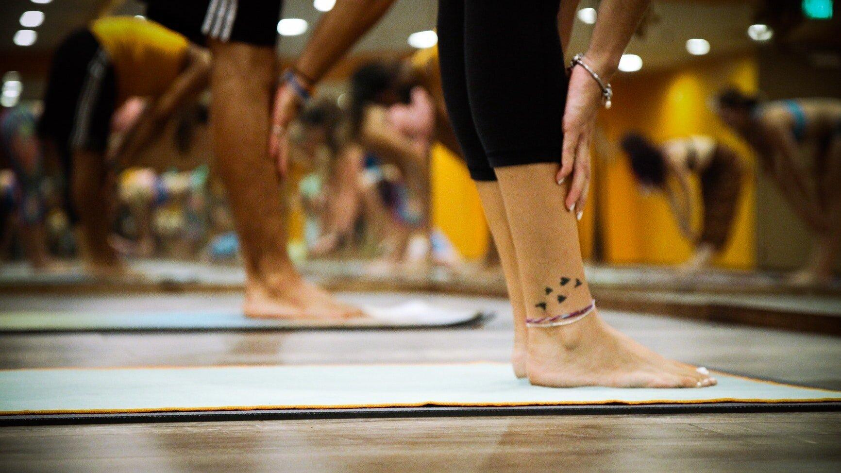 feet-fitness-indoors-yoag-room-airport.jpg