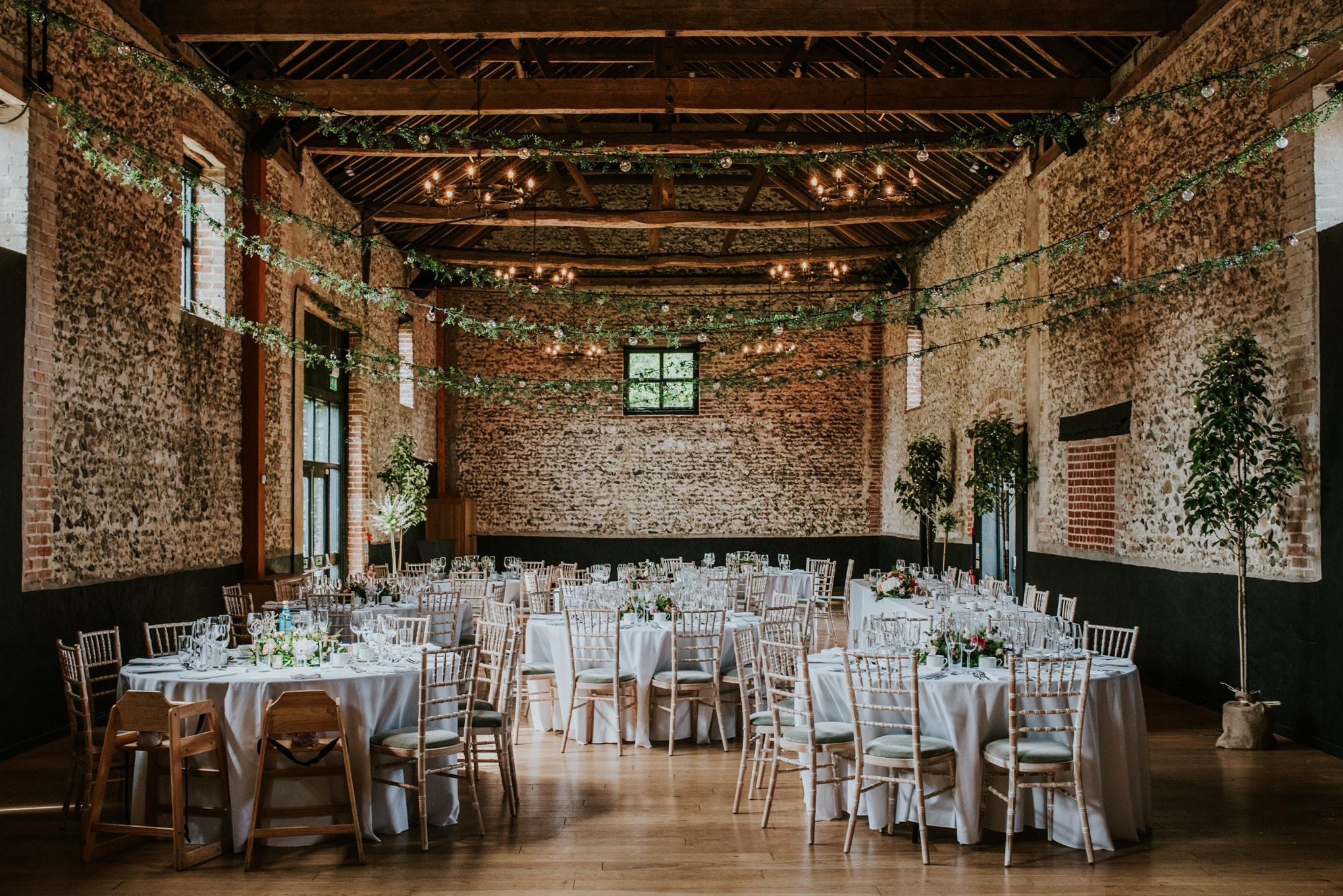 WeddingSarah&JamesLoResInternet263-min (4).jpg