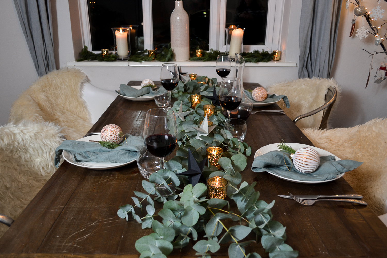 Elizabeth_Christmas_Table__JoWoodfordPhoto.jpg