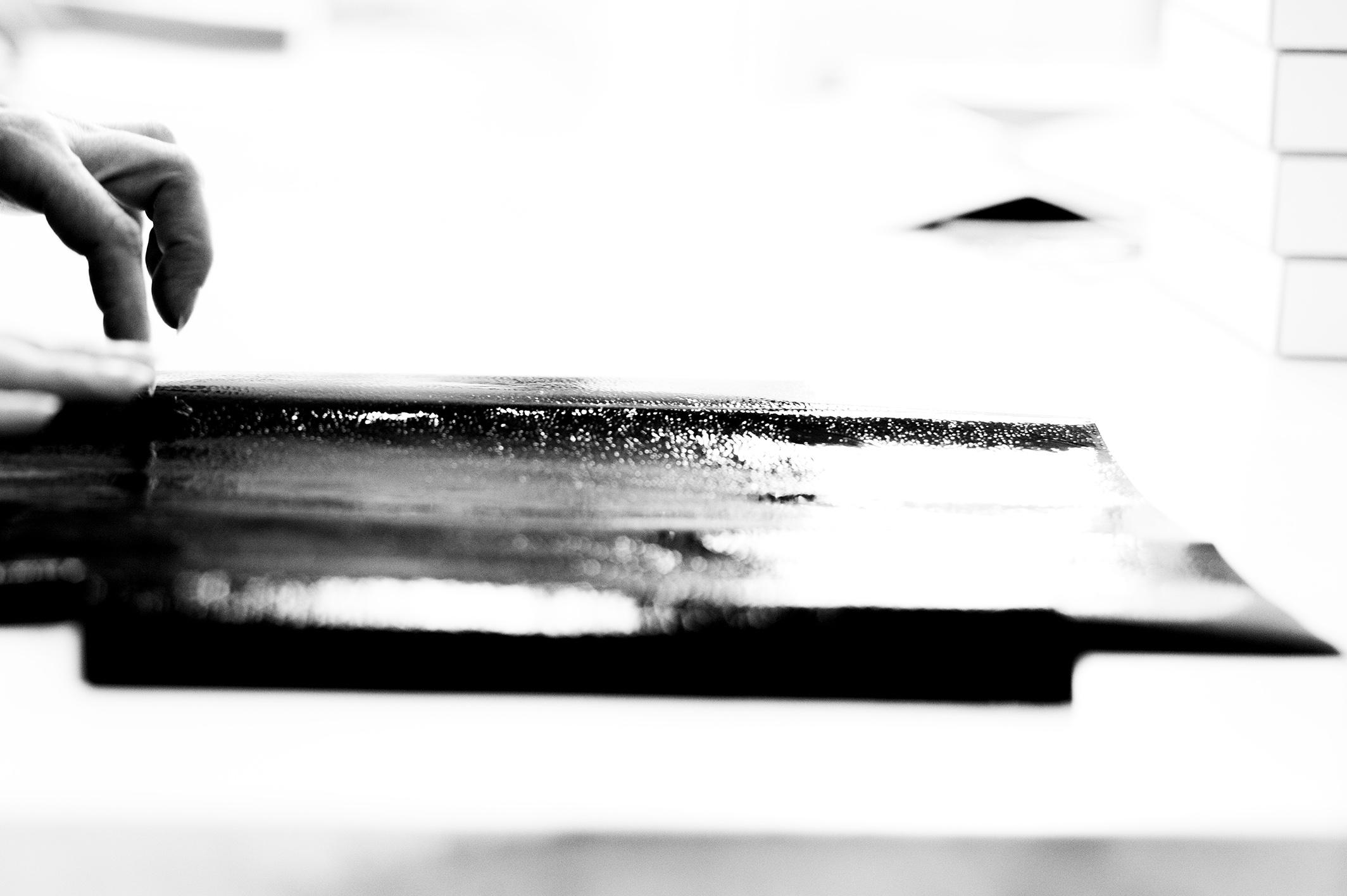 Deckblatt kurz antrocknen lassen.