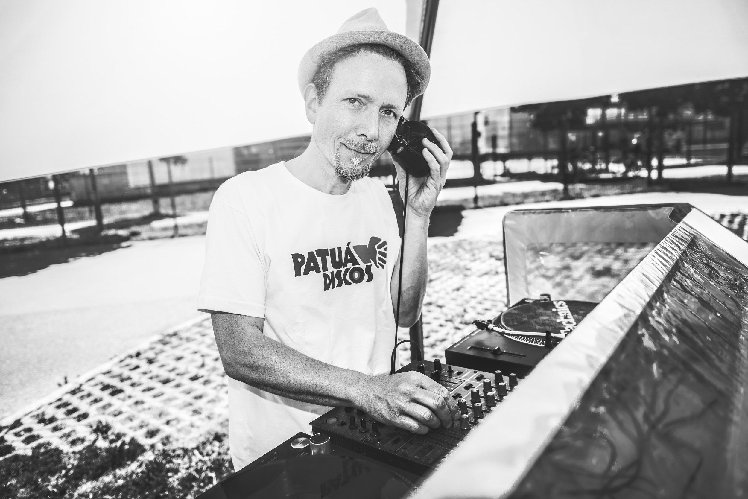 NAUMANN KÜCHE LAZY BABY DJ Dubben.jpg