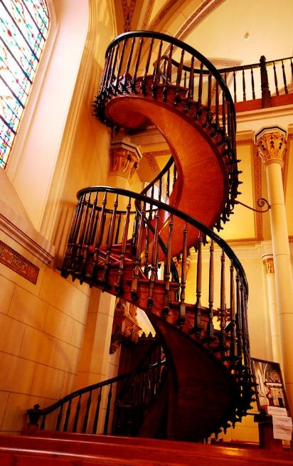 This staircase was magic and built without using nails.