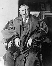 220px-Chief_Justice_Harlan_Fiske_Stone_photograph_circa_1927-1932.jpg