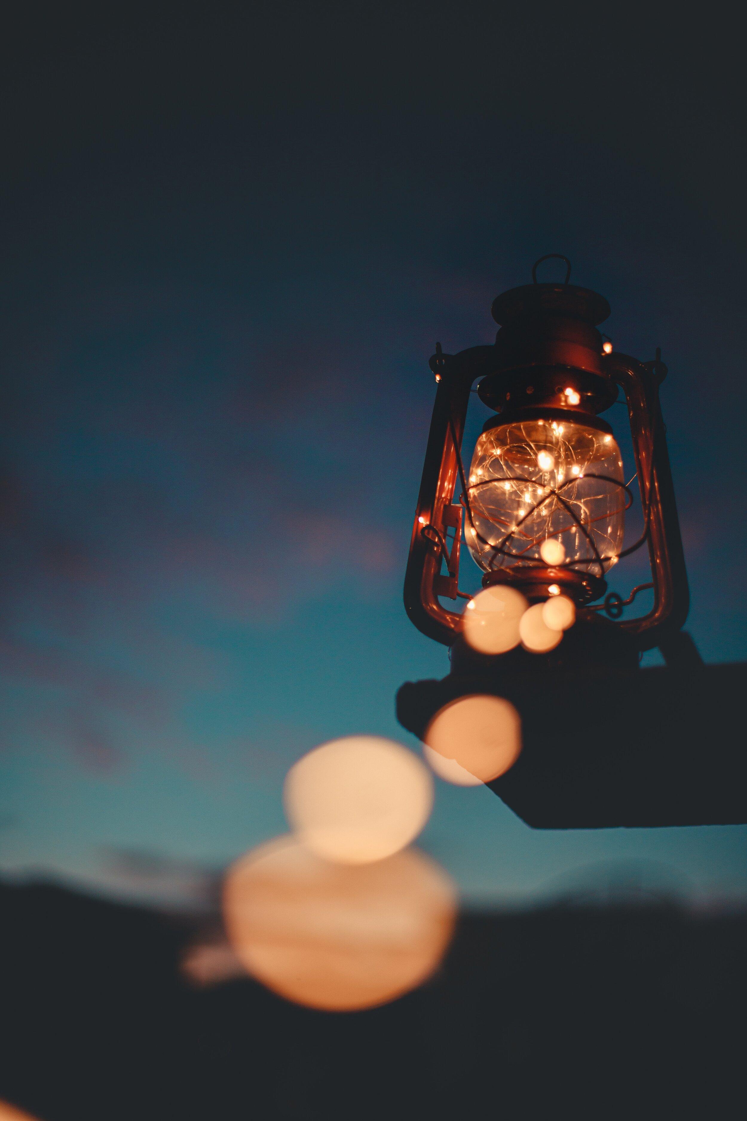 lamp-lantern-light-2585617.jpg