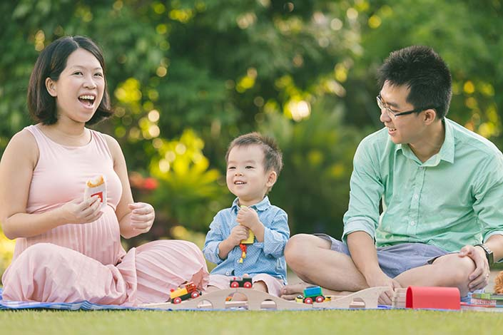 Outdoor-family-photoshoot-01.jpg