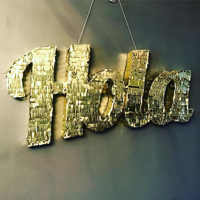 H O L A 🍍it's Friday!! . . #tinygala #pinata #hola #handmade #imsomartha #sodomino #sobestfriendsforfrosting #gold #fun #party